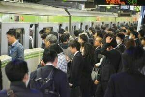 満員電車のイメージ