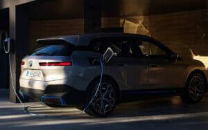 BMW「iX」の充電