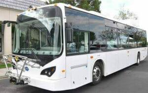 充電する電動バス