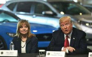 GMのメアリーバーラCEOとトランプ