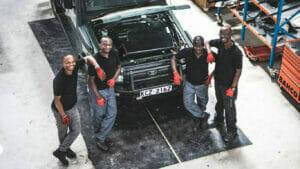 EVに改造中のOpibus社