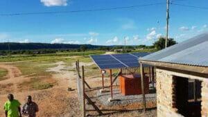 太陽光発電を行うアフリカ
