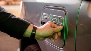 フォード「F-150 Lightening」の充電